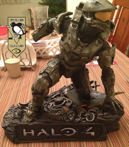 McF Halo 4 Master Chief Statue sans right hand-